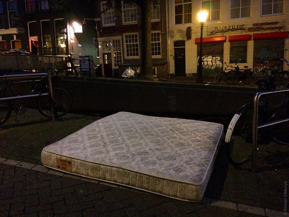 Сушка матраса в Амстердаме