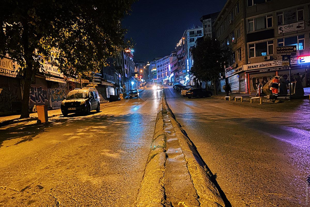 Дорожный разделитель в Стамбуле