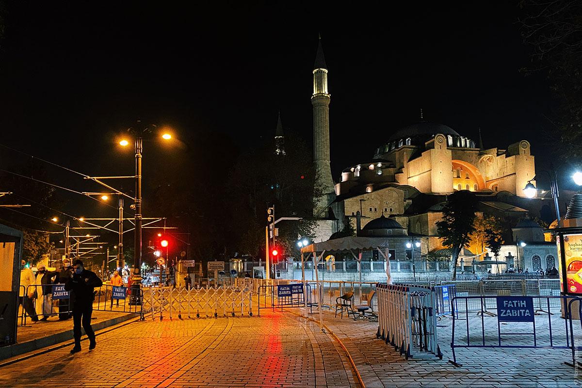 Ограждение в центре Стамбула