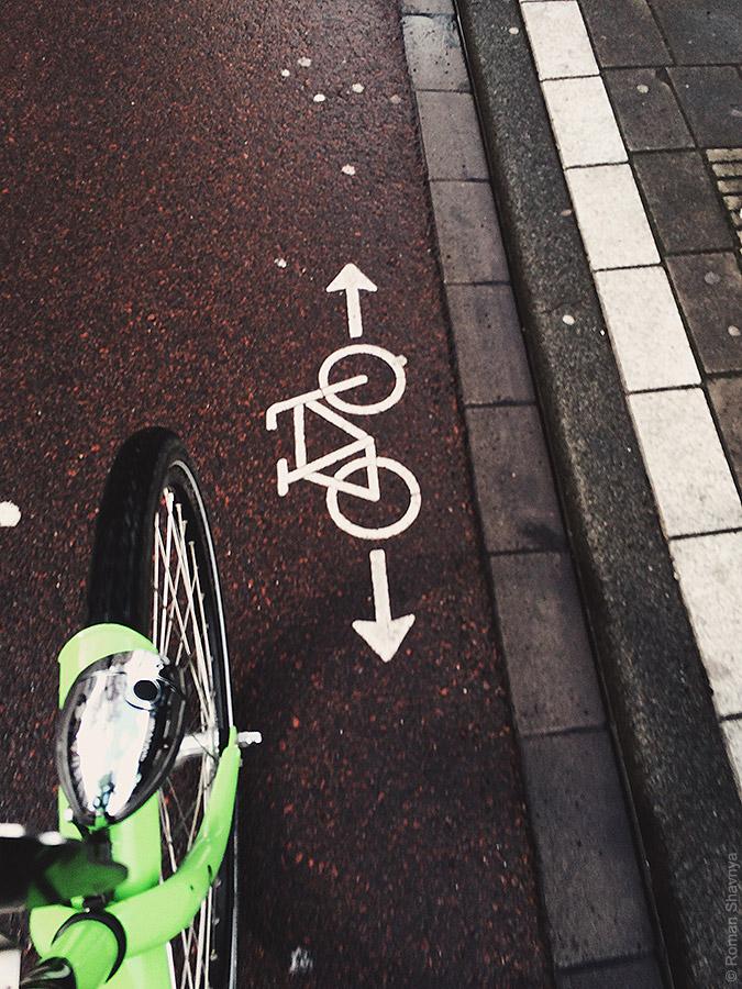 Пиктограмма на велосипедной дорожке в Амстердаме