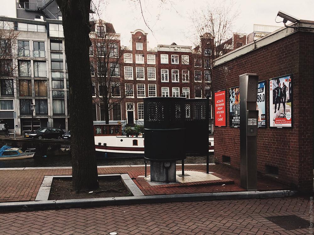 Мужской уличный туалет в Амстердаме