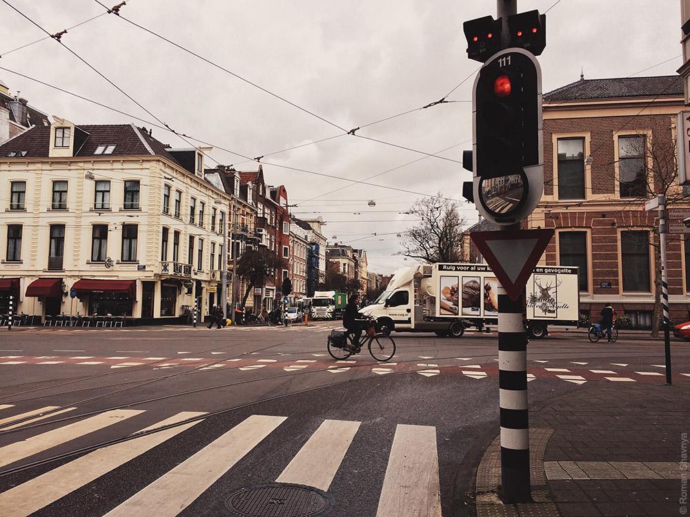 Светофор с зеркалом в Амстердаме