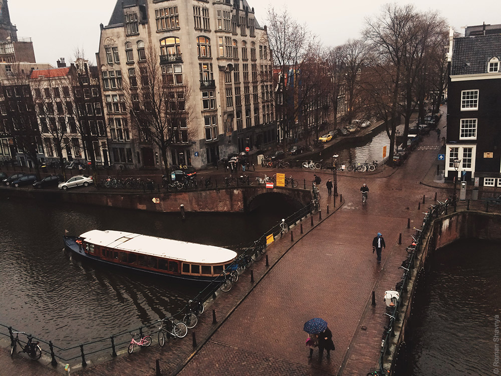 Амстердам - вид на два канала