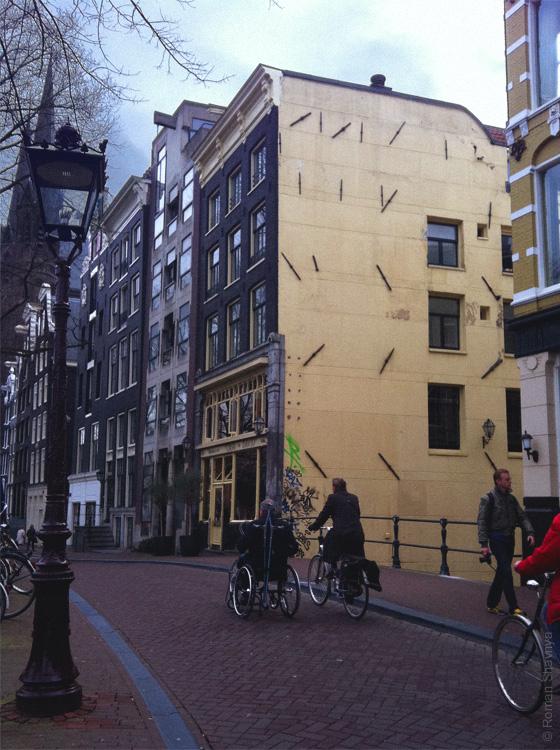 Крепления зданий в Амстердаме