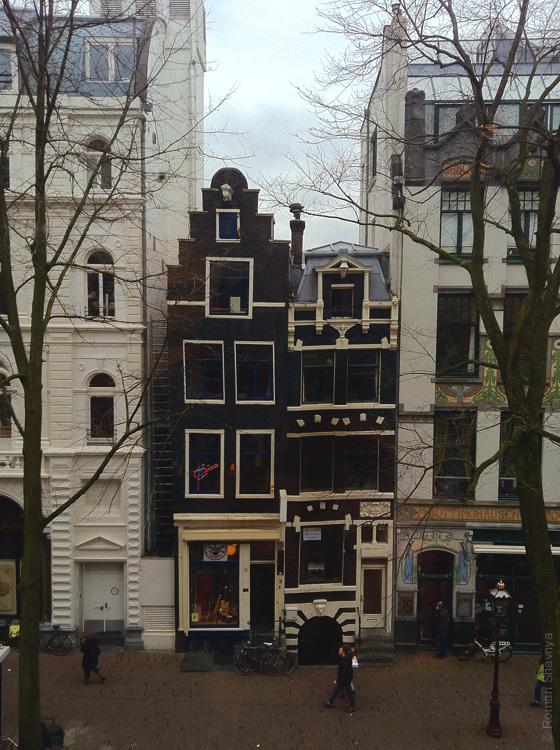 Очень узкий дом в Амстердаме