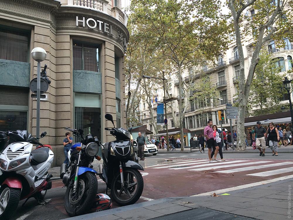 Пешеходный переход на Рамбле в Барселоне