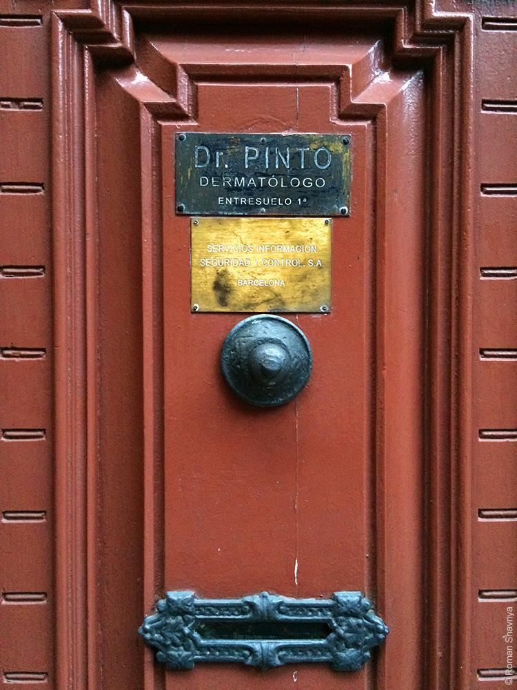 Табличка на двери квартиры в Барселоне