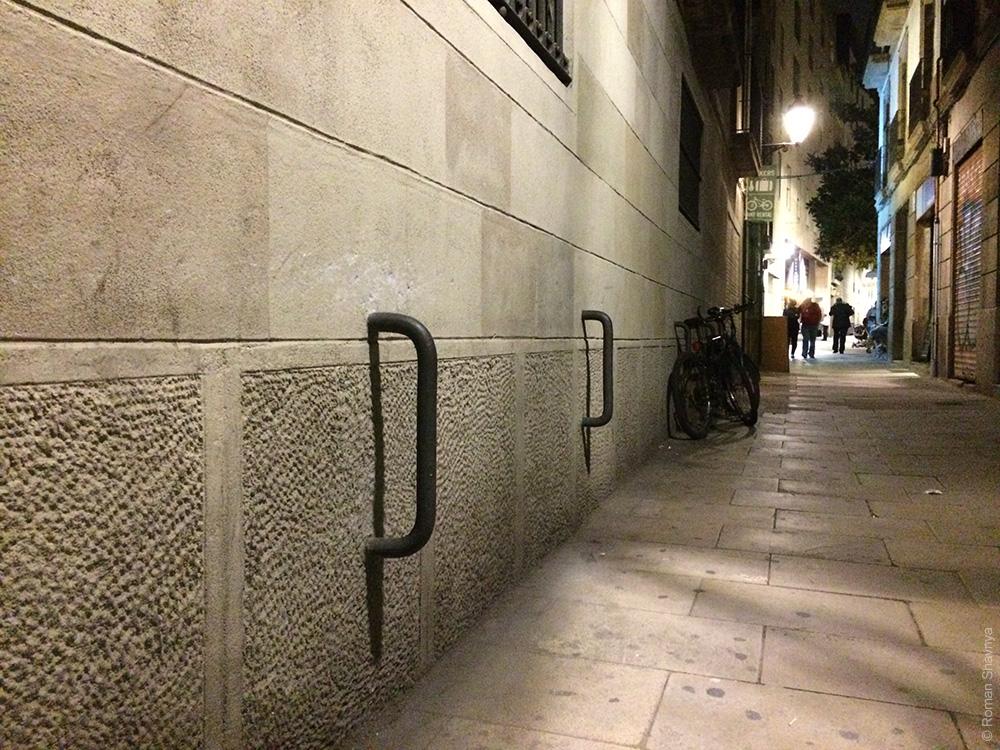 Парковка для велосипедов в Готическом квартале в Барселоне