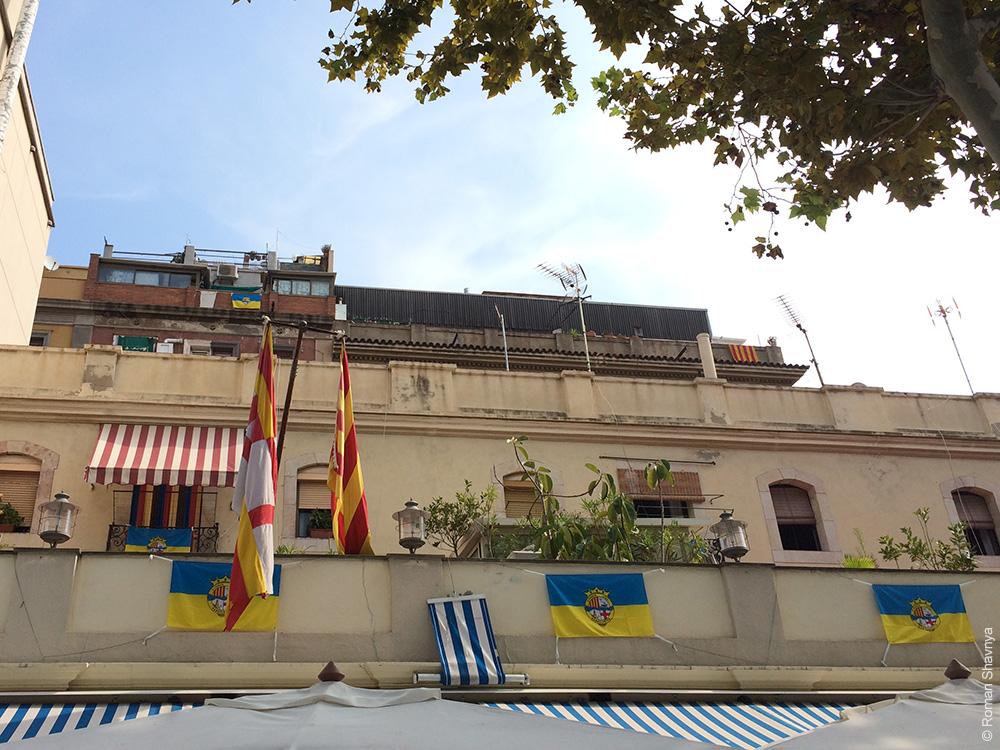 Флаг на балконе в Барселоне