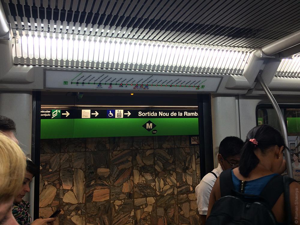 Индикаторы следующих станций метро Барселоны