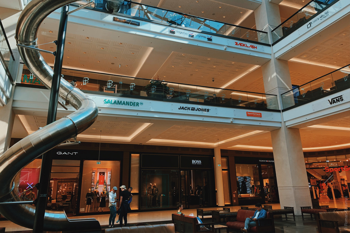 Berlin Mall navigation