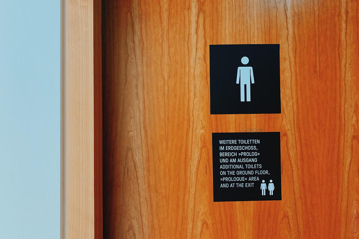 Toilet door plate in Berlin