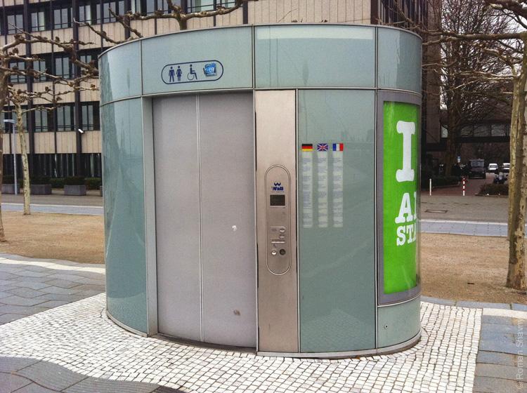 Кабина туалета в Дюссельдорфе