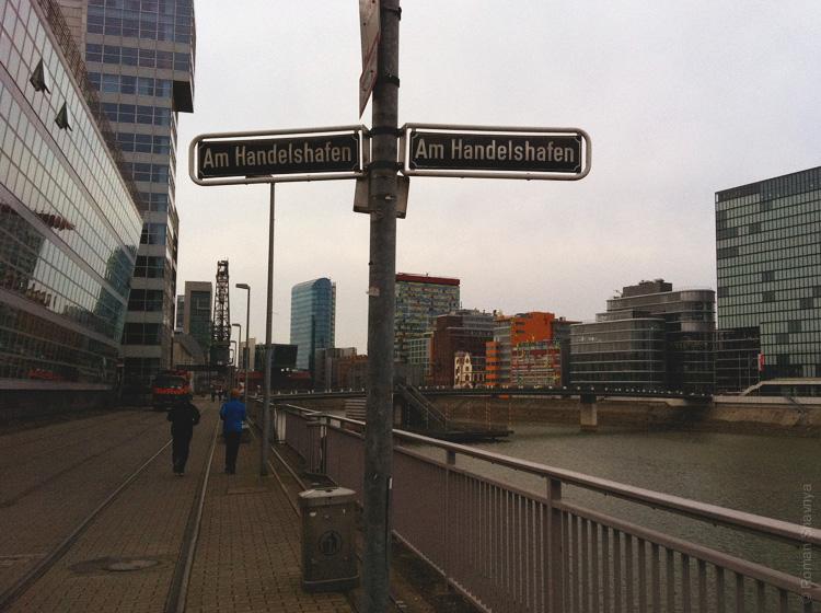 Немецкая парочка устраивает пробежку в Дюссельдорфе