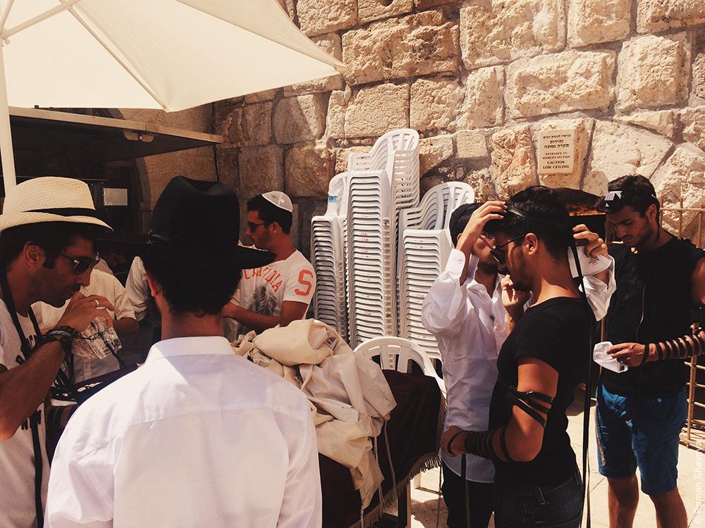 Тфилин у стены плача в Иерусалиме