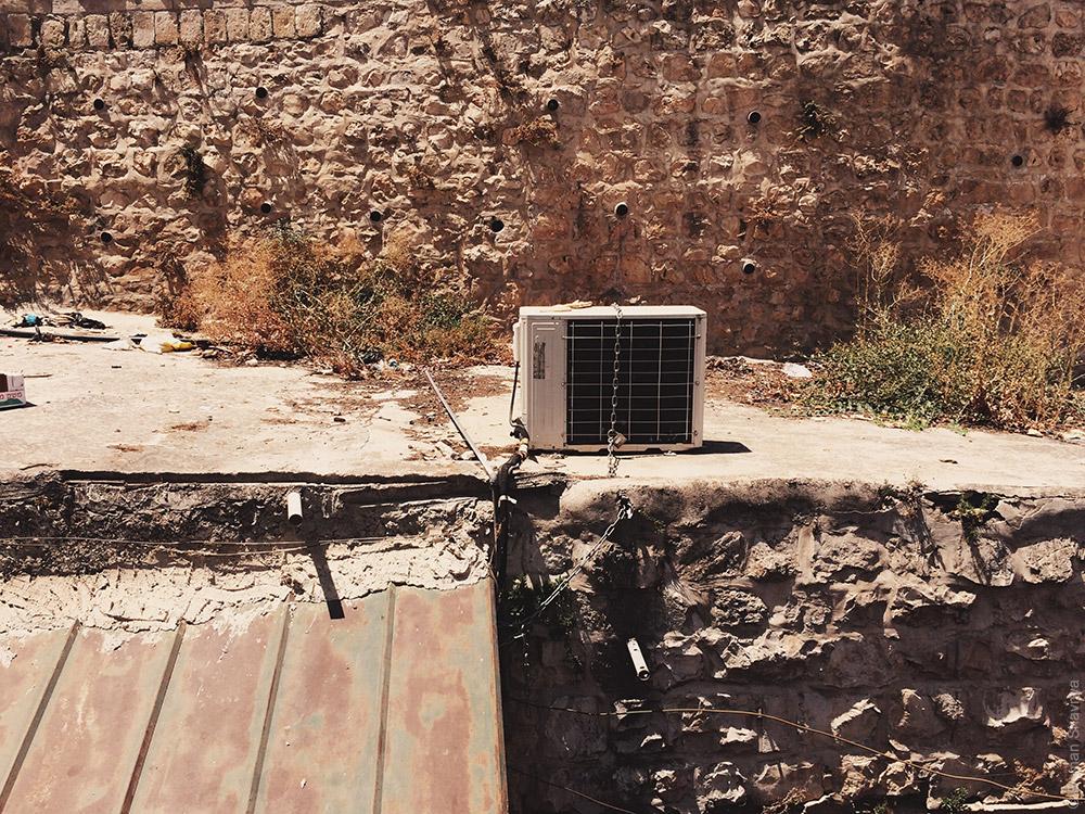 Кондиционер на крыше в Иерусалиме