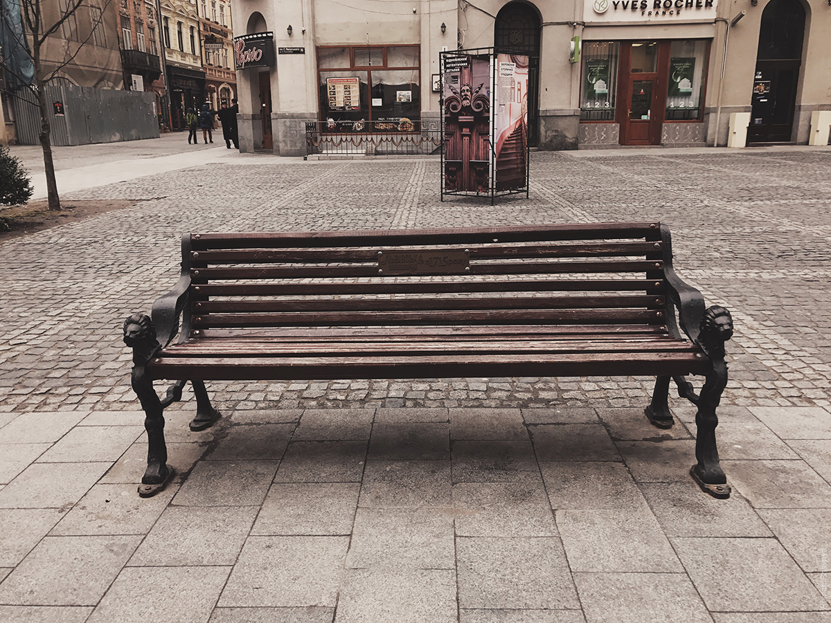 Скамейка во Львове