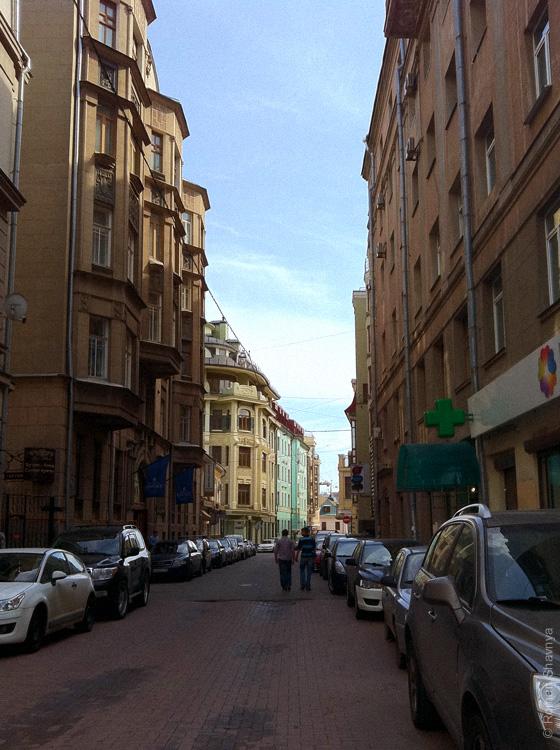 Москва похожа на Париж. Улица рядом с Арбатом
