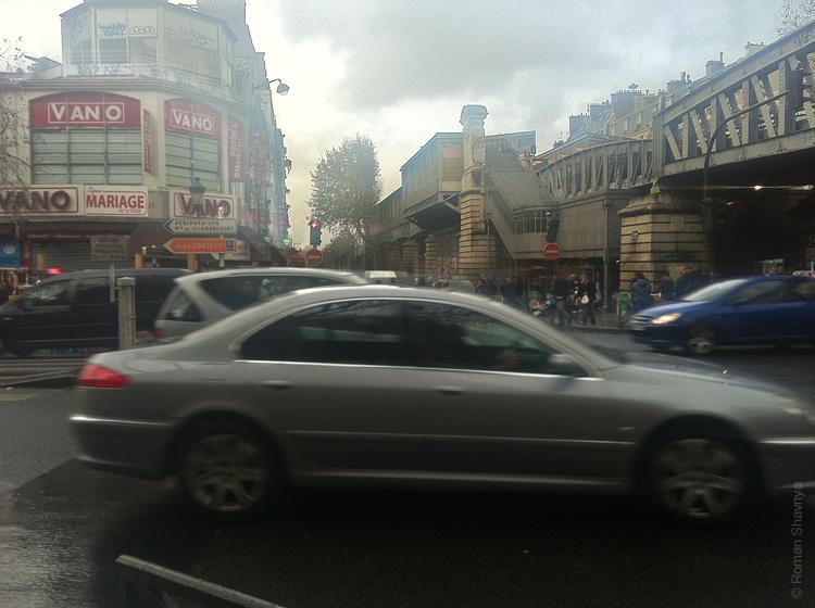 А это район, где продают гашиш, марихуанну и ворованные «Ролексы» в Париже