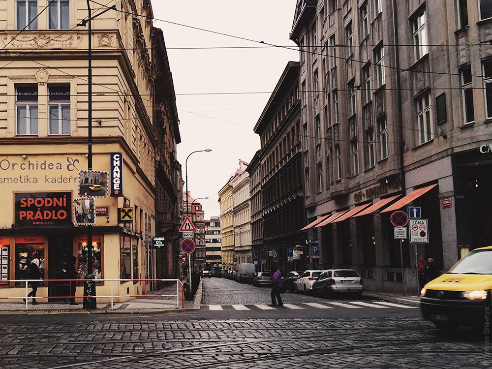 Зеркало на столбе в Праге