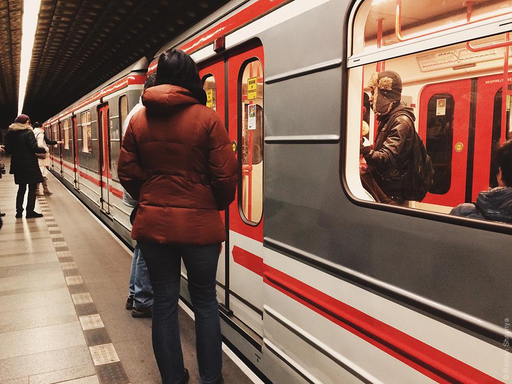 Поезд в Пражском метро. Метро в Праге