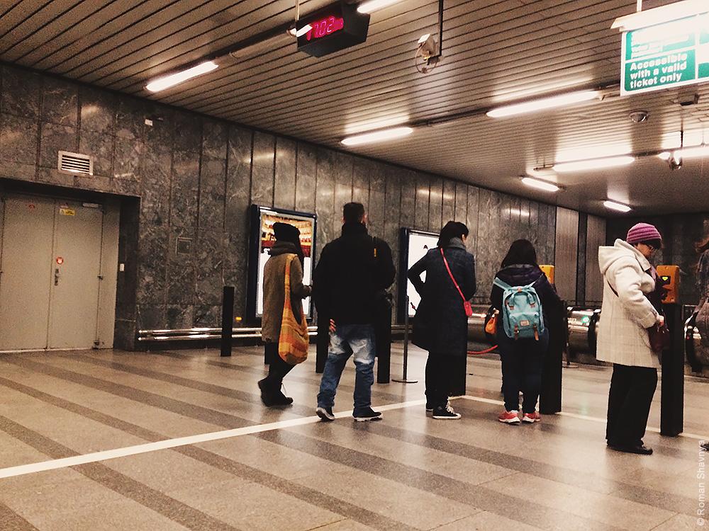 Турникетов нет в Пражском метро. Метро в Праге