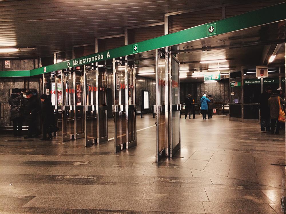 Вход в Пражское метро. Метро в Праге