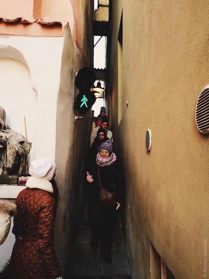 Узкая улица в Праге