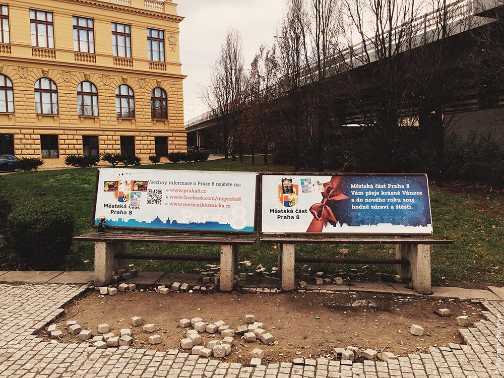Реклама на скамейках в Праге