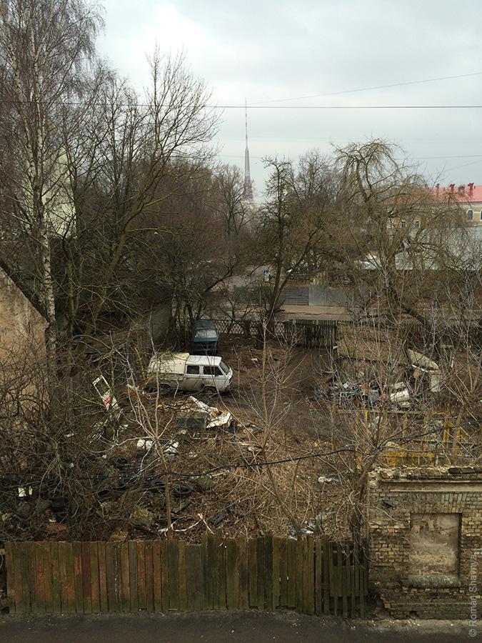 Типичный вид из окна на окраине Риги
