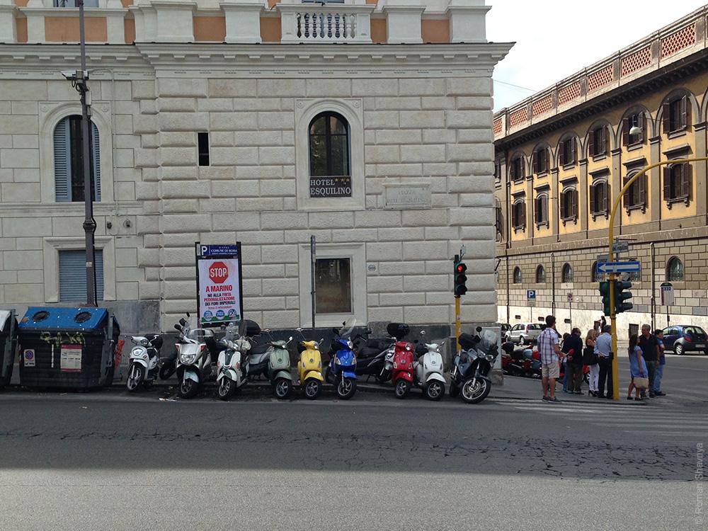 Стоянка с мопедами в Риме