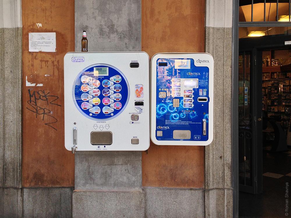 Автомат по продаже презервативов в Риме
