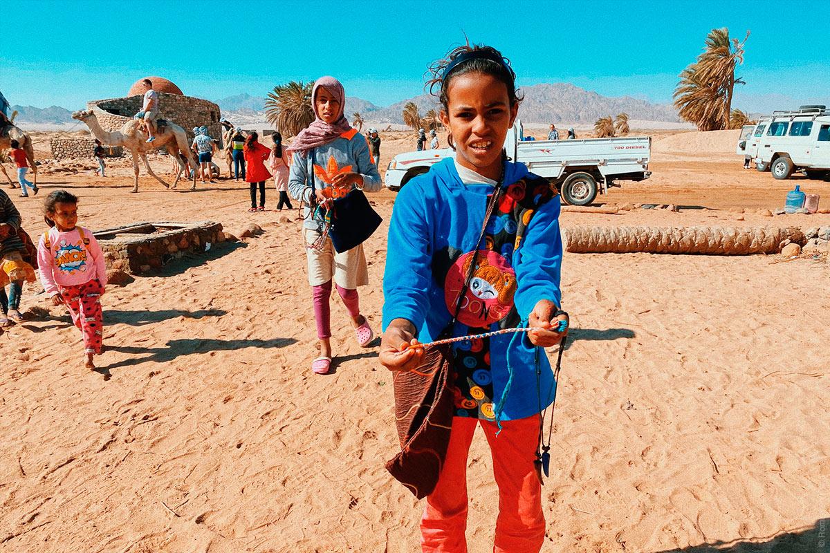 Египтянка в пустыне Шарм-эль-Шейх