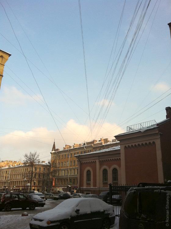 Паутина из проводов в Санкт-Петербурге