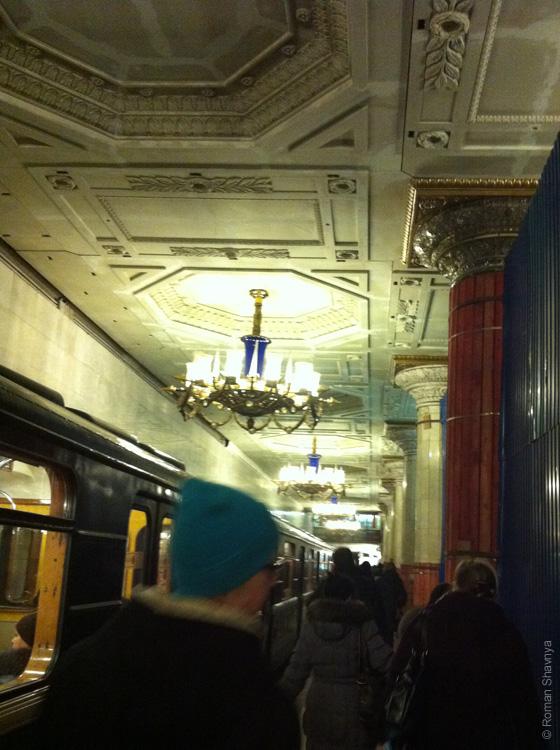 Роскошная люстра в метро Санкт-Петербурга