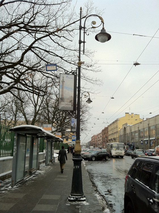 Табличка с расписанием троллебусов в Санкт-Петербурге