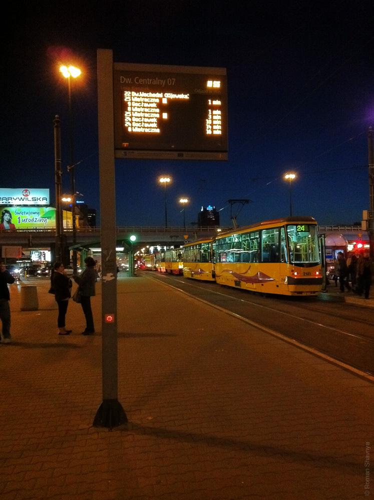 Информационное табло на остановке трамвая